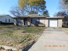 1106 W Lone Star Ave, Cleburne, TX 76033