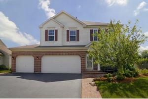 3 Arbors Edge Ct, Bolingbrook, IL 60490
