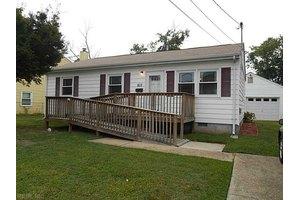 802 Thames Dr, Hampton, VA 23666