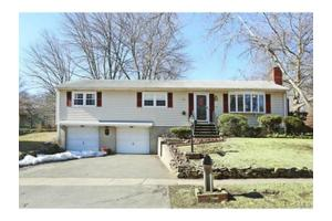 315 Johnson Ln, Stratford, CT 06614
