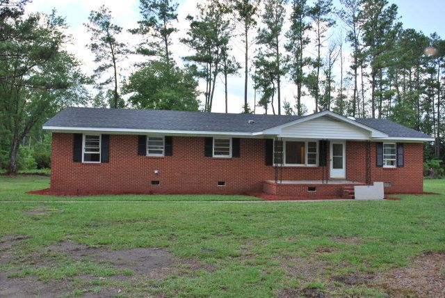 1968 Cobb Rd, Kinston, NC 28501