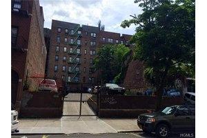 3168 Villa Ave, Bronx, NY 10468