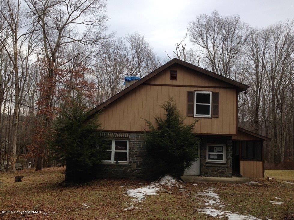3446 Spruce Cabin Rd, Cresco, PA 18326