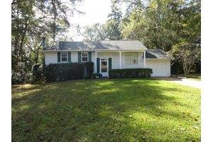 925 Maplewood Dr, Tallahassee, FL 32303