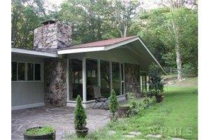 21 Old Snake Hill Rd, Pound Ridge, NY 10576