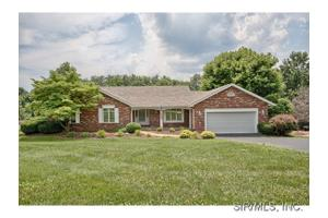 37 Cheshire Dr, Maryville, IL 62062