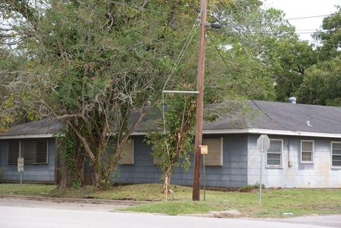 217 S 17th St, West Columbia, TX 77486