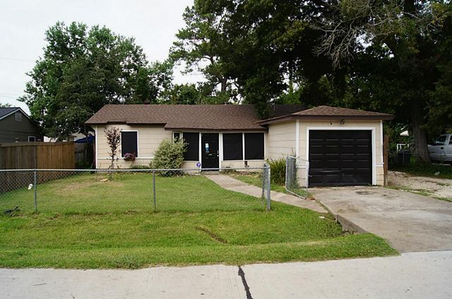 104 Carver St, Baytown, TX 77523
