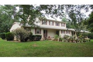 34 Fackler Rd, Lawrence Township, NJ 08540