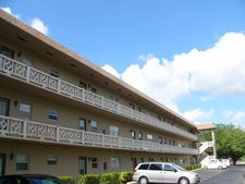 4706 Nw 36th St Apt 408, Lauderdale Lakes, FL 33319