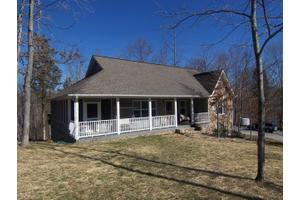 300 Turkey Point Dr, Byrdstown, TN 38549