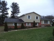 15766 Pineview Dr, East Liverpool, OH 43920