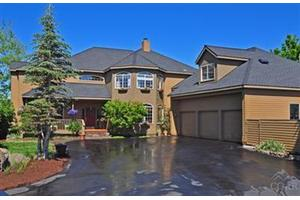 61295 Mountain Breezes Ct, Bend, OR 97702