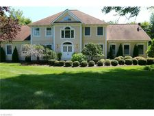 18505 May Ct, Chagrin Falls, OH 44023