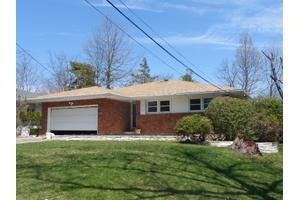 929 Willowbend Ln, Baldwin, NY 11510