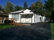 3990 Beechgrove Dr, Waterford Township, MI 48328