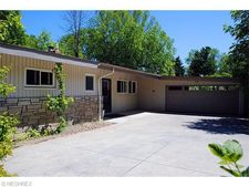 270 Hickory Hill Rd, Chagrin Falls, OH 44022