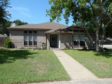 2341 Willow Dr, Portland, TX 78374
