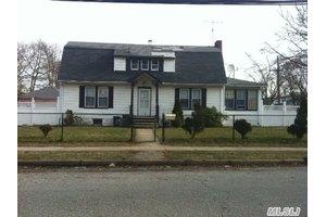 172 N Ocean Ave, Freeport, NY 11520