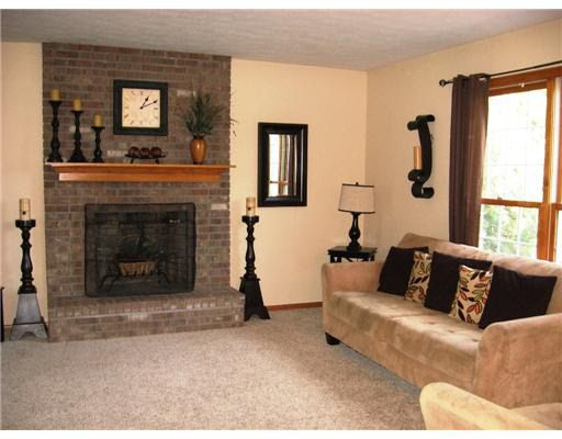 how to place an area rug in a living room 4721 oakbark ct erie pa 16506 realtor 174 28402