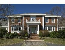 2 Crest Cir, Lexington, MA 02421