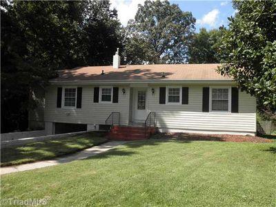 104 Mendenhall Rd, Jamestown, NC