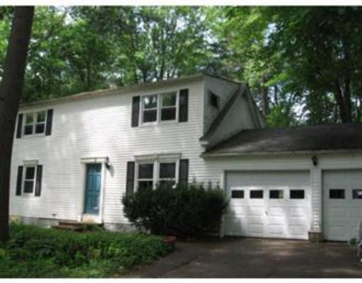 213 Grantwood Dr, Amherst, MA 01002