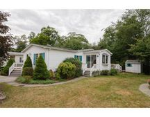 15 Leisurewoods Dr, Rockland, MA 02370