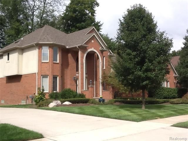 52657 Forest Grove Dr, Shelby Township, MI 48315