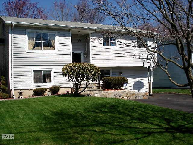 73 Marlin Dr, Norwalk, CT 06854