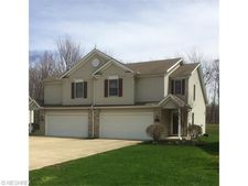 9076 Arden Dr, Mentor, OH 44060