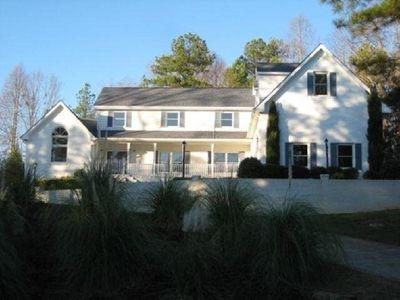 8760 Bayhill Dr, Gainesville, GA