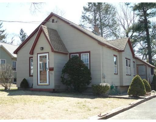 129 Woodlawn St, Chicopee, MA 01020