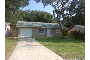 803 E 18th Ave, New Smyrna Beach, FL 32169