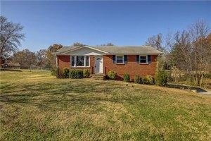 5020 Collinwood Dr, Clarksville, TN 37042