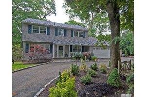 44 Colonial Dr, Huntington, NY 11743