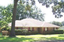 1119 Oval Dr, Athens, TX 75751