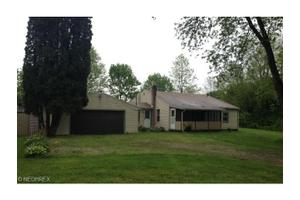 1251 Kingston Rd, Uniontown, OH 44685