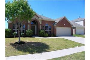 525 Roundrock Ln, Fort Worth, TX 76140