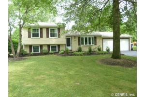 173 Stockton Ln, Penfield, NY 14625