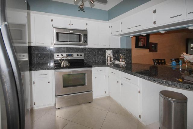 2301 NE 36th St Apt 104, Lighthouse Point, FL