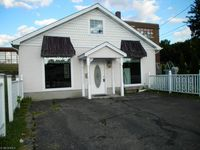 42 Garfield Ave, East Palestine, OH 44413