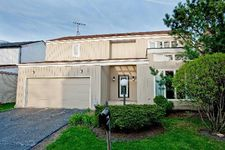 2465 Cobblewood Dr, Northbrook, IL 60062