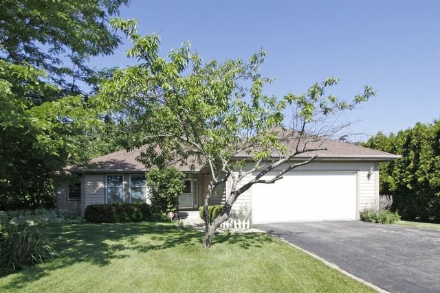 1680 Logan St, Roselle, IL 60172