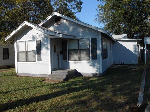 Photo of 1318 Jefferson St, Kerrville, TX 78028