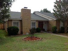 9814 Emory Oak Cir, Dallas, TX 75249