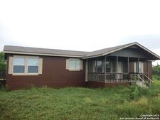 30 High Meadow Dr, Lytle, TX 78052