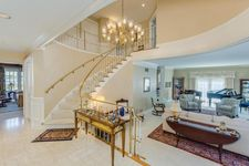 2740 Chateau Cir, Upper Arlington, OH 43221