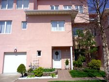 23 Harbour Ct, Staten Island, NY 10308