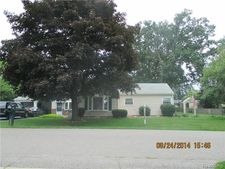 2223 Dawes Ave, Shelby Twp, MI 48317